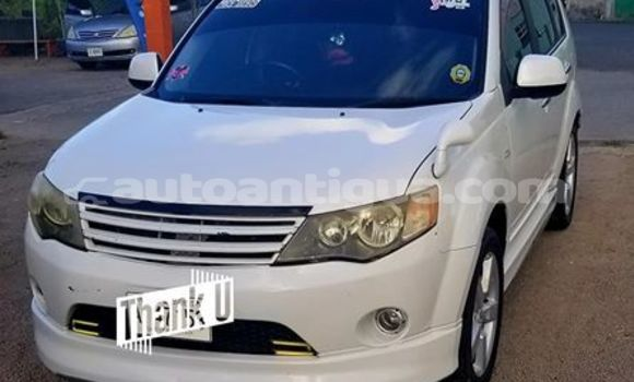 Buy Used Mitsubishi Outlander White Car in St John's in Antigua