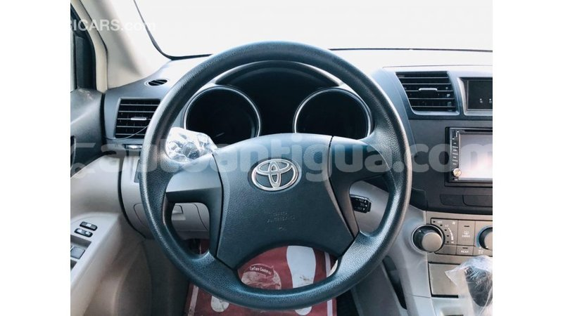 Big with watermark toyota highlander antigua import dubai 3365