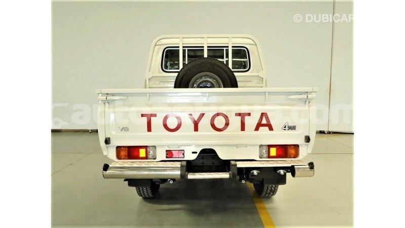 Big with watermark toyota land cruiser antigua import dubai 3543